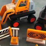 howa Baustellenfahrzeuge aus Holz im Test